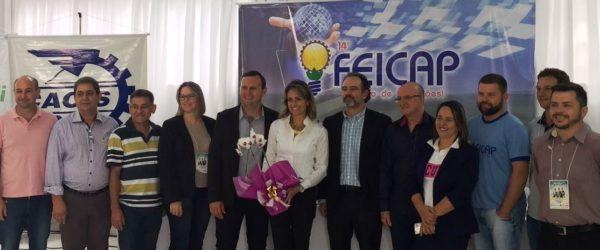 Simone Leite com dirigentes da 14ª FEICAP e da CACIS