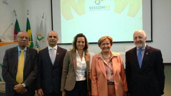 Da esquerda para direita: Antônio Palácios, presidente do CRC/RS; Diogo Chamun, presidente do SESCON-RS; Simone Leite, presidente da FEDERASUL; senadora Ana Amélia Lemos (PP-RS) e Mario Berti, presidente da FENACON