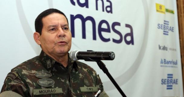 General Mourão defendeu a necessidade de resgatar a coesão cívica – Foto: Ivan Andrade