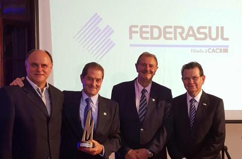 Entrega do troféu aconteceu na noite de sexta-feira - Foto: Cristiano Guerra